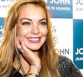 [UPDATE]: Lindsay Back On Her Grind; Posts Inspiring 'Back To Work'Selfie