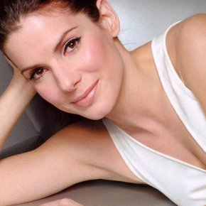 Sandra Bullock Talks Ex Jesse James; Stays Classy
