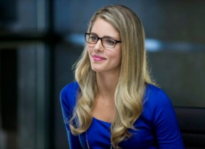 Emily-Bett-Rickards-as-Felicia-in-Arrow-Season-2-570x414