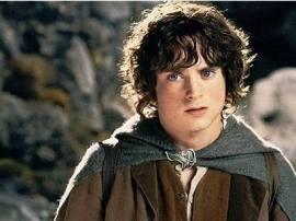 Frodo-Baggins-frodo-7808556-400-300