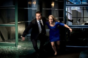 Oliver-and-Felicia-in-Action-in-Arrow-Season-2-570x379