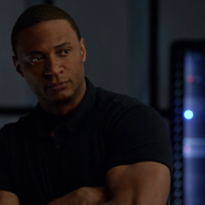 Arrow: We Need To Talk About Diggle's New Suit